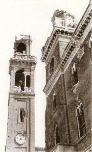 Cavarzere, aprile 1945 - campanile e municipio bombardati