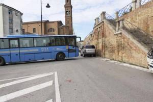 autobus in piazza cavarzere