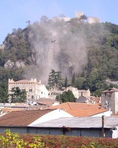 Malaman Il centro di Monselice invaso dal fumo per i lavori all'ascensore sulla Rocca. ph. Zangirolami