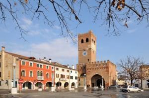 piazza castello noale