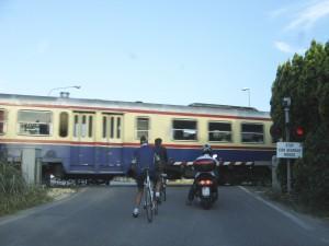 Treno passaggio livello