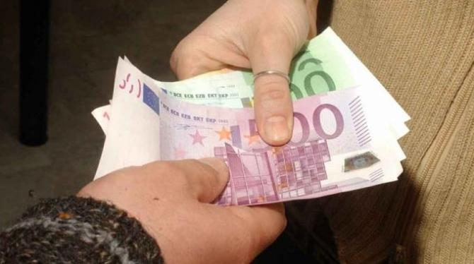 Estorce denaro all'amica per non rivelare un tradimento: in arresto a Spinea