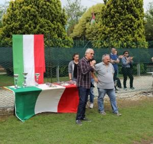FOTO assessore Luigino Miele con i trofei dell'ultimo Amico sport S. Maria di Sala