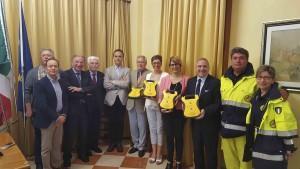 FOTO consegna defibrillatori S.M. Sala