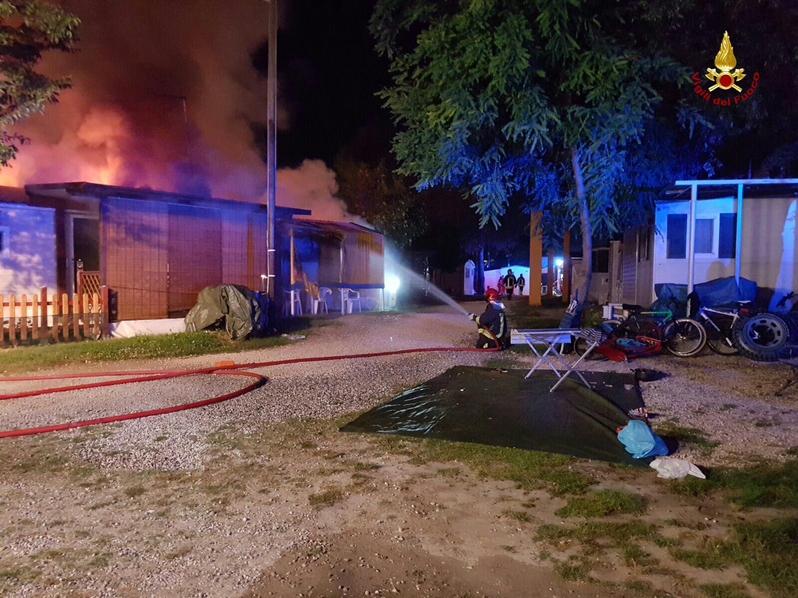 Incendio in un camping a Jesolo, evacuati turisti