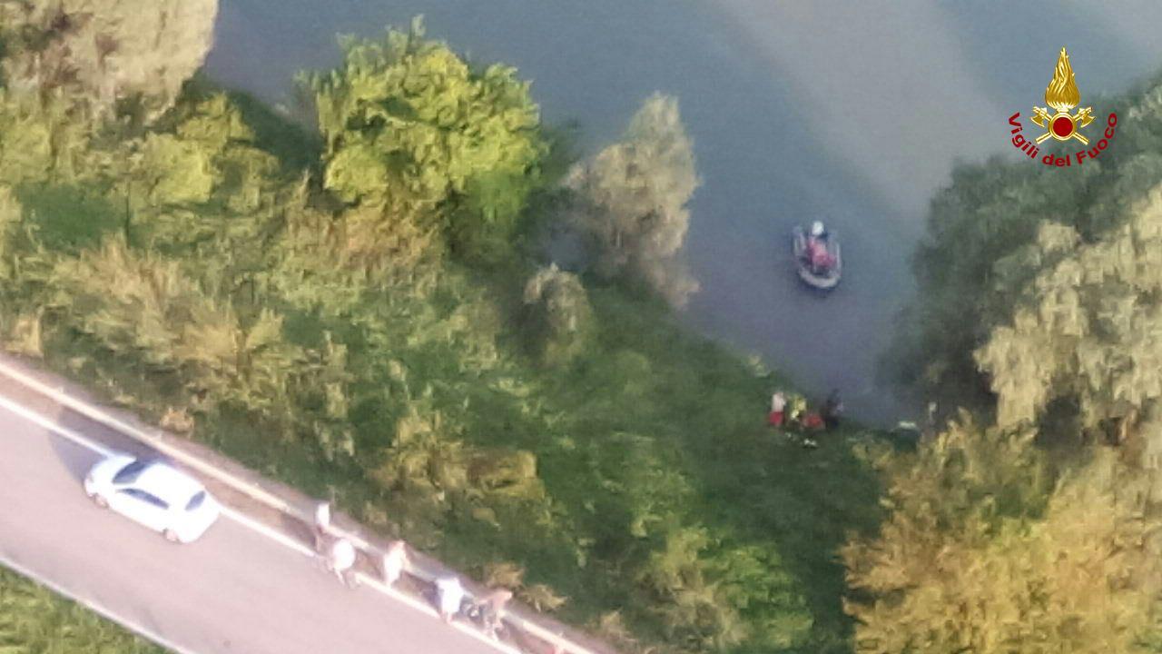 Cercano una donna nell'Adige trovano il cadavere di un uomo