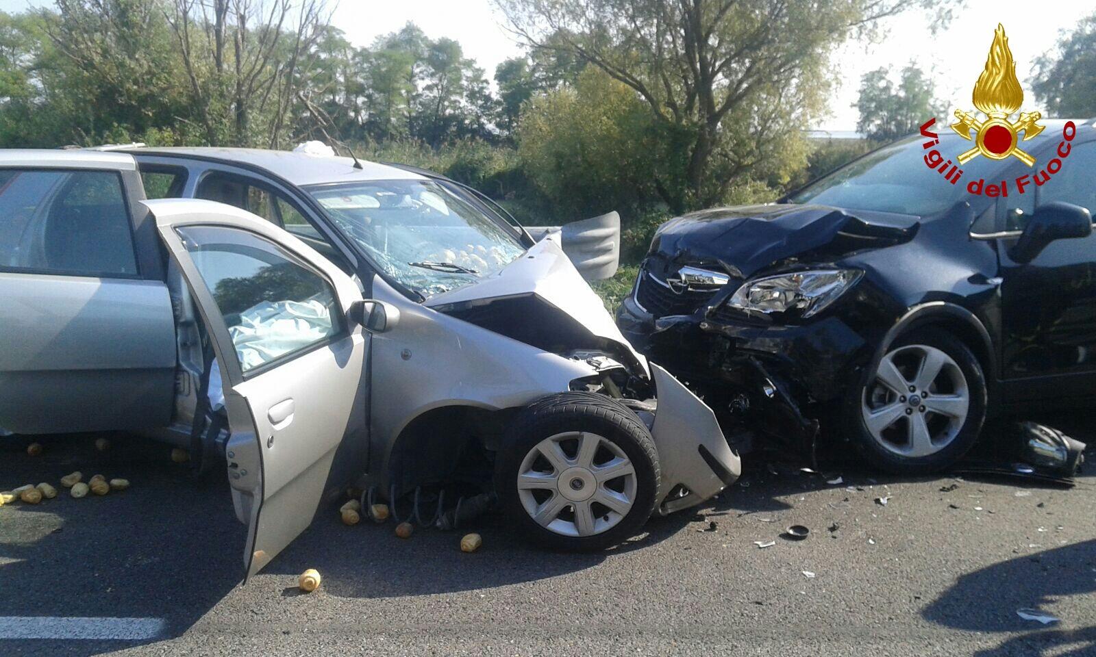 Quarto d'Altino (Venezia): cinque veicoli coinvolti in incidente, muore 78 enne