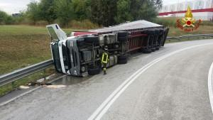camion rovesciato