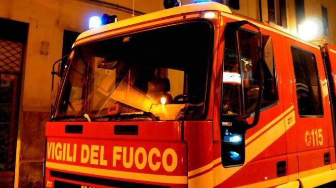 La accoltellano e le incendiano casa: giallo sull'anziana trovata morta a Rovigo