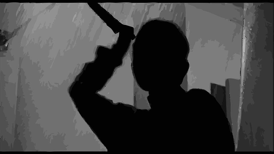 Porto Viro: presa da raptus tenta di uccidere il marito