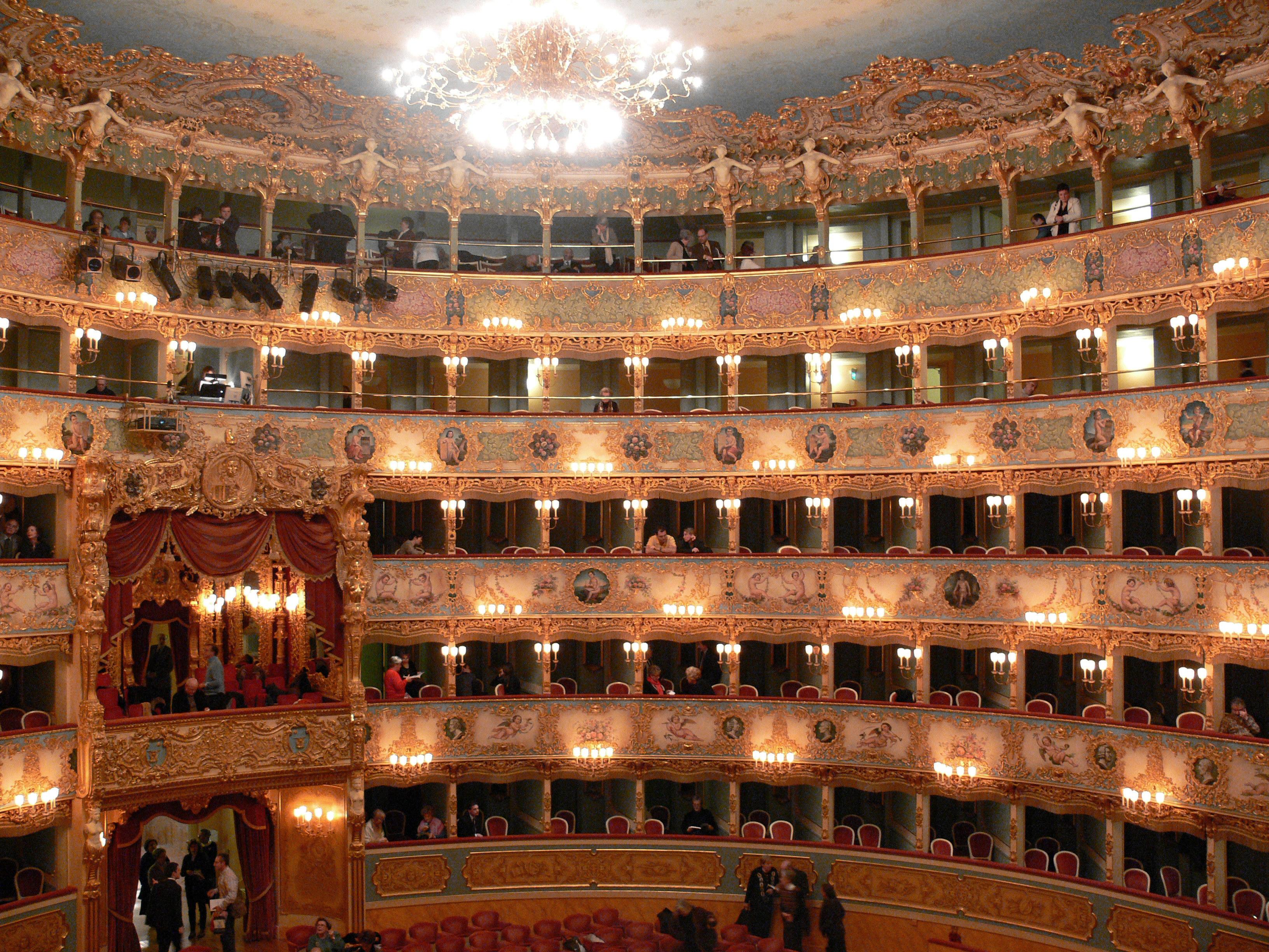 La guerra dei concerti: diretta con La Fenice Muti dirige in differita
