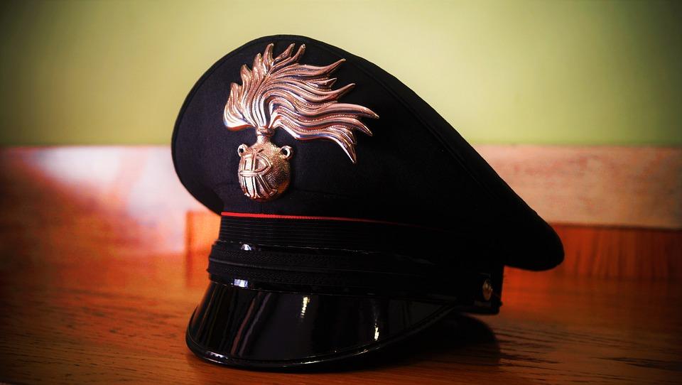 Truffavano gli anziani fingendosi carabinieri, arrestati da quelli veri