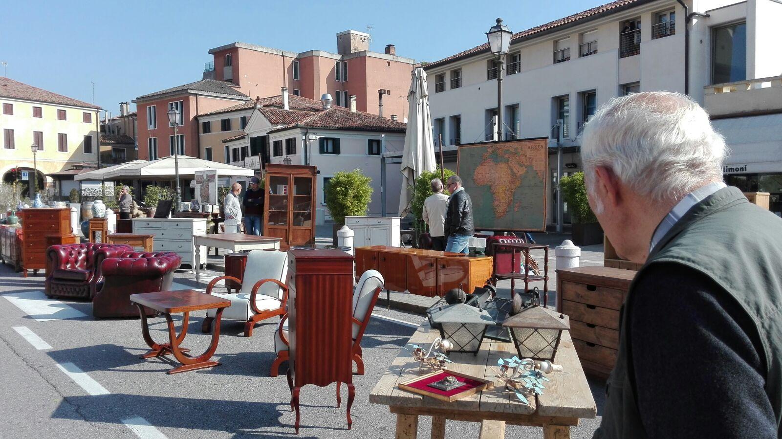 Domenica torna il mercatino d antiquariato di mirano con for Mercatini antiquariato 4 domenica