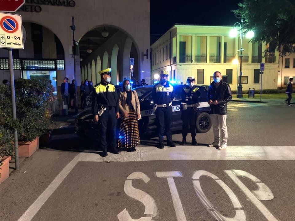 Il sindaco Bedin e la polizia locale (fonte: Facebook)