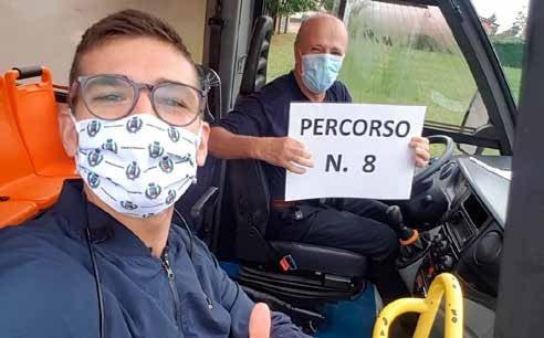 Il consigliere delegato Gianluca Pedron con Nadio, autista dello scuolabus
