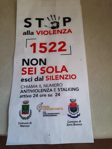 Nei panifici la busta contro la violenza (Fonte: Facebook)