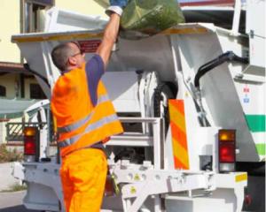 Asporto dei rifiuti, Tari più leggera