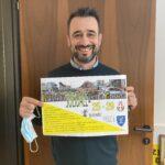 Il sindaco Roberto Pizzoli con la locandina della raccolta fondi per la Croazia