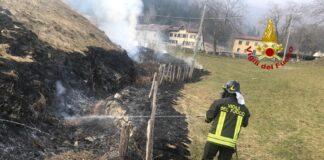 incendio sterpaglie prato a Torrebelvicino
