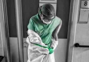 infermiere vestito malattie infettive covid