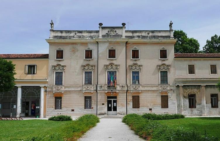 villa Tacchi a Vicenza viale della Pace