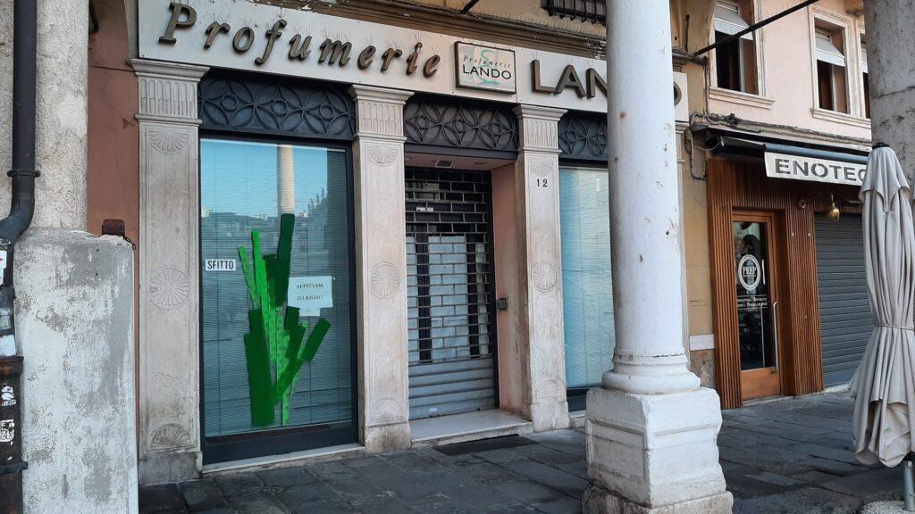 negozio sfitto in piazza delle biade a Vicenza