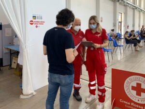 Anna Rizzi al lavoro con la Croce Rossa