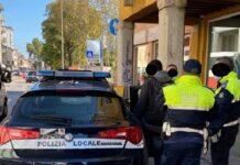 controlli a negozio etnico e avventori a Vicenza